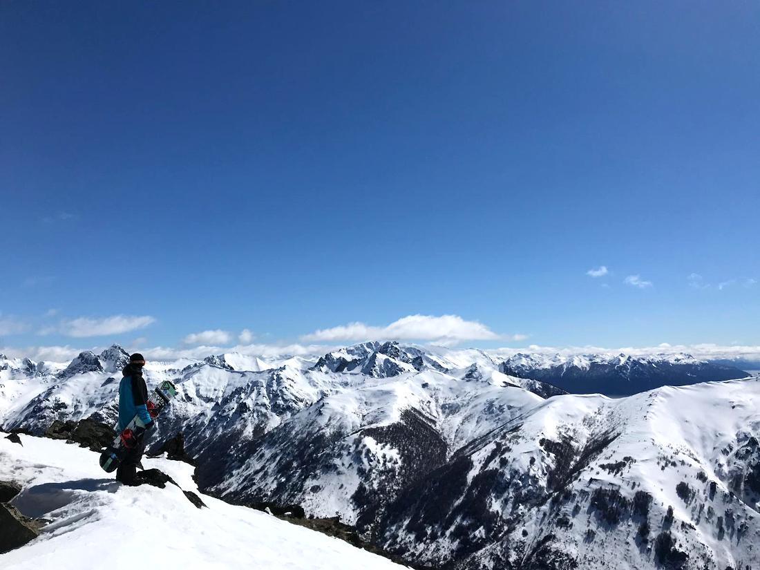 Los Andes de la Patagonia, impresionantes. Aquí Paul Holmberg en cerro Catedral, Bariloche, Argentina.