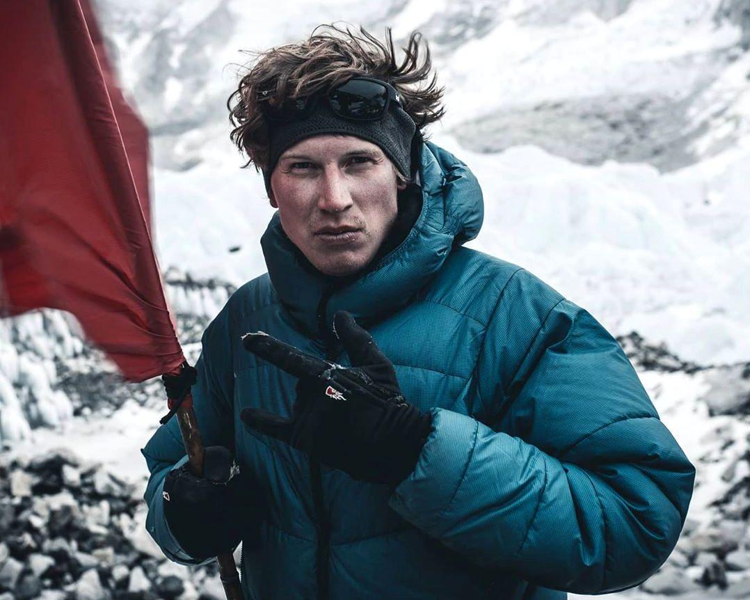 Jost Kobusch, de Alemania, hizo su intento de Everest en invierno en solitario y por la arista Oeste. Llegó a 7.366 metros.