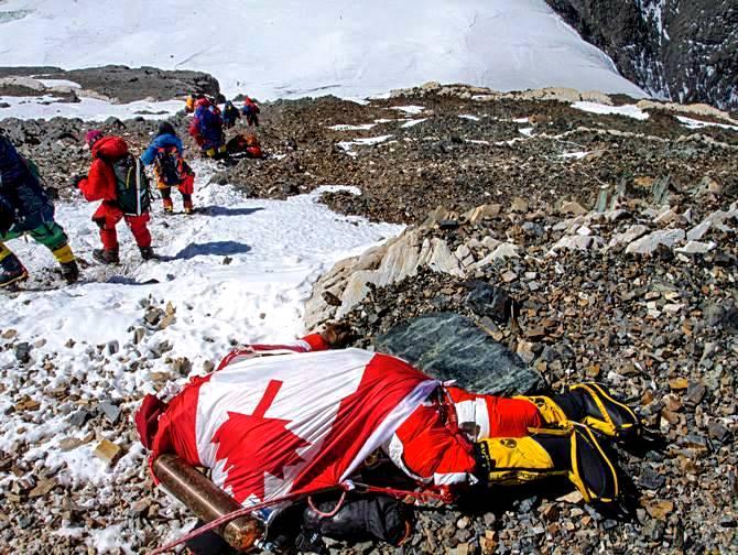 Shriya, alpinista canadiense de 33 años muerto en mayo de 2012, se cree que por agotamiento y mal de altura.