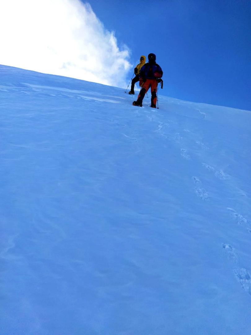 Blanco inmaculado en el descenso desde la cumbre del volcán.