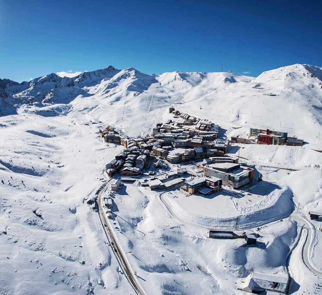Impresionante toma aérea de la estación de Grandvalira, en los Pirineos.