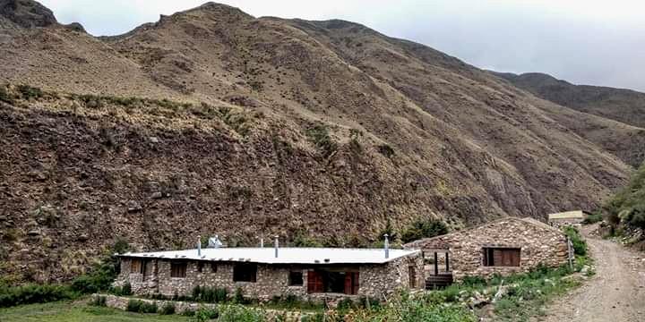 El bello y confortable refugio de Las Placetas, camino a la cumbre La Viuda, en Sierras del Famatina.