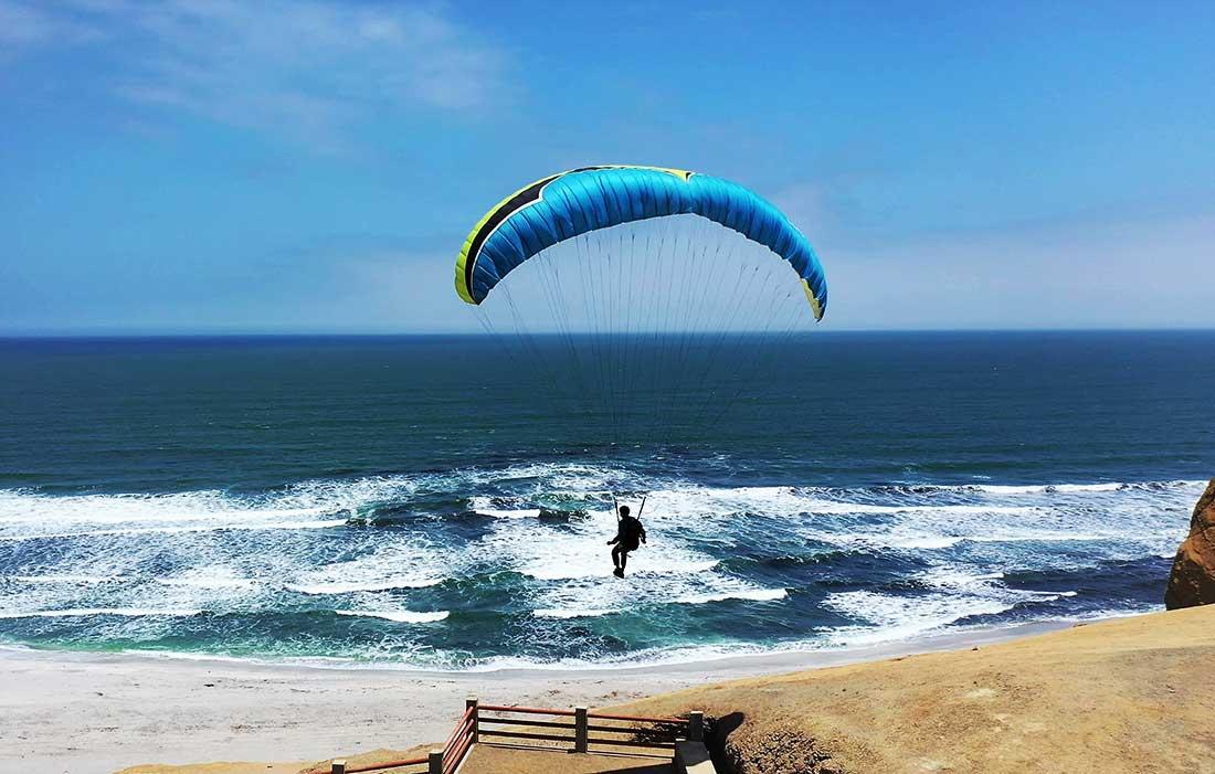 Suave descenso sobre el océano Pacífico.
