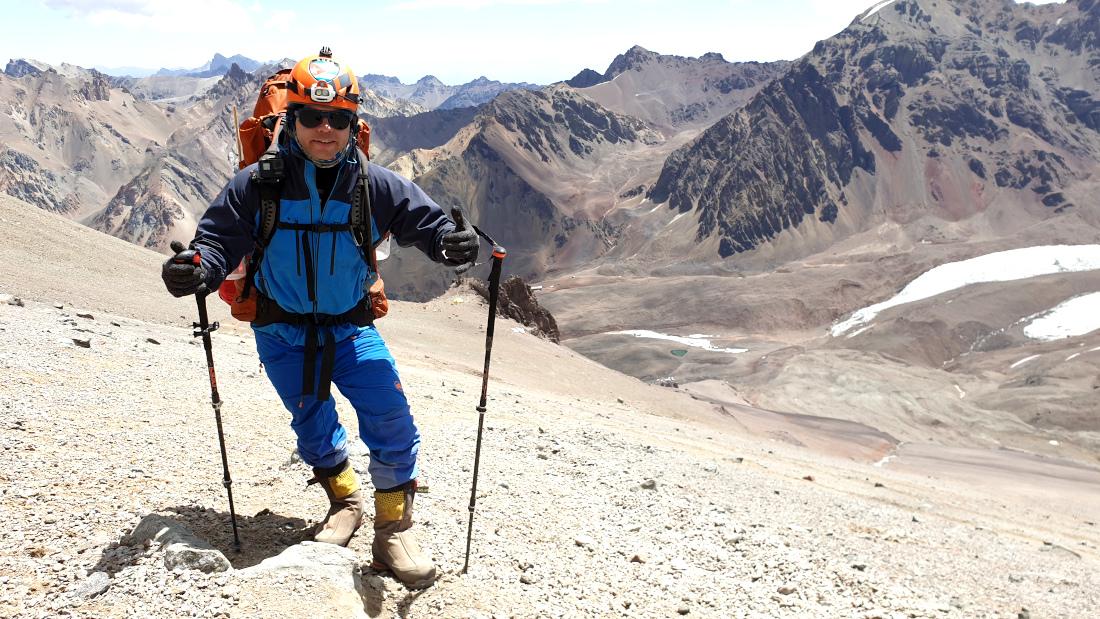 El cubano montañista en plena expedición al Aconcagua. Logró la cima desde el campo base en dos jornadas.