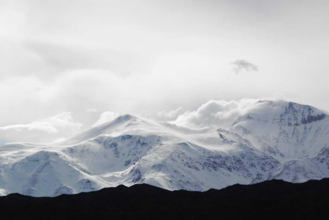 El Cordón del Plata pertenece a la cordillera frontal, en la zona de Andes centrales.