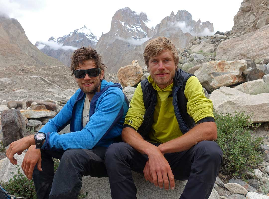 Van por Piolets d'Or Martin Sieberer (Austria) y Simon Messner (Italia), primera ascensión al Black Tooth (6.719 m) en el Baltoro Muztagh, por la arista este.