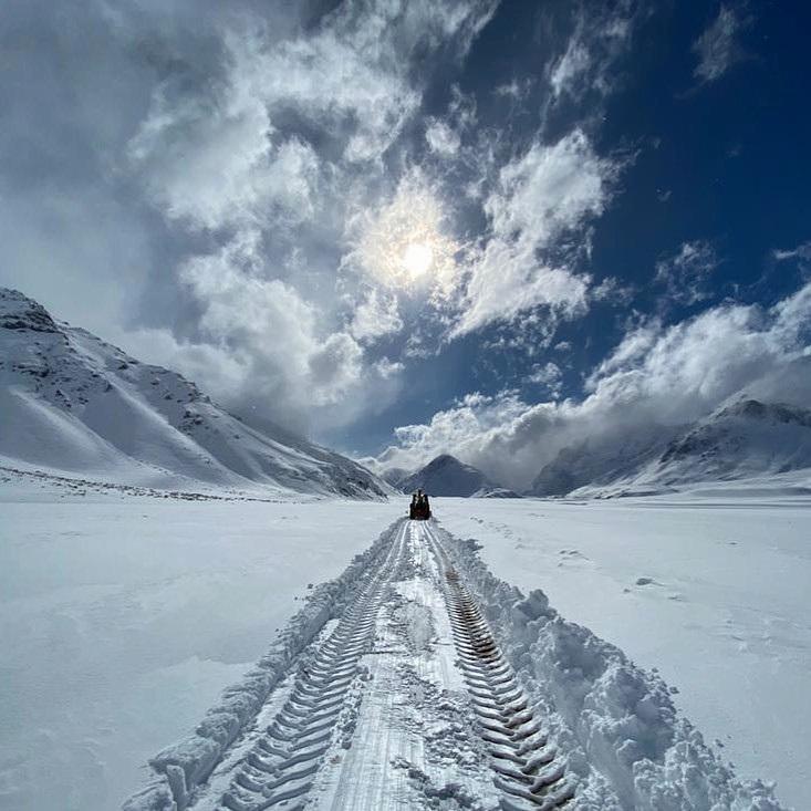 Abriendo huella a través del hermoso Valle Noble, camino al futuro centro de ski. (Ph José Beccar - El Azufre)