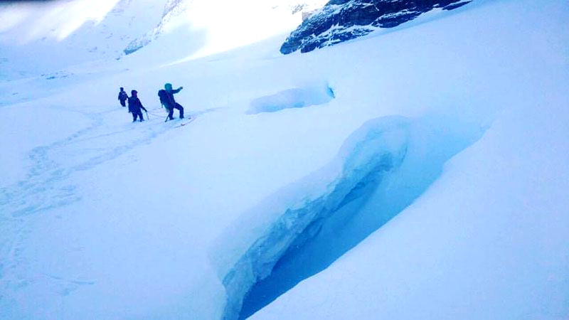 Peligrosas grietas en la superficie del glaciar Martial, en Ushuaia (Ph El Diario del Fin del Mundo)