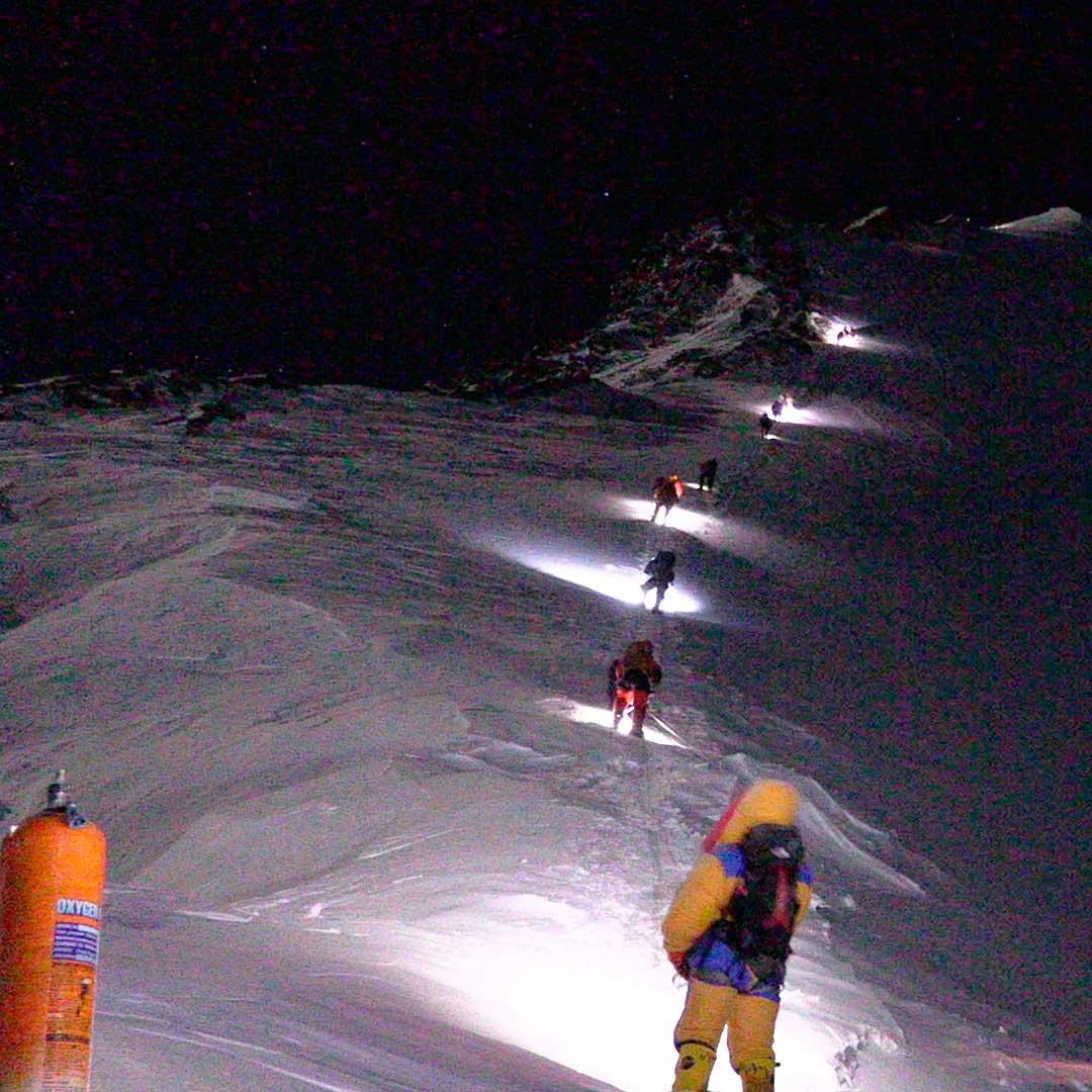 En Everest se experimenta con nueva tecnología para aumentar la seguridad en el ascenso. (Ph @furtenbachadventures)
