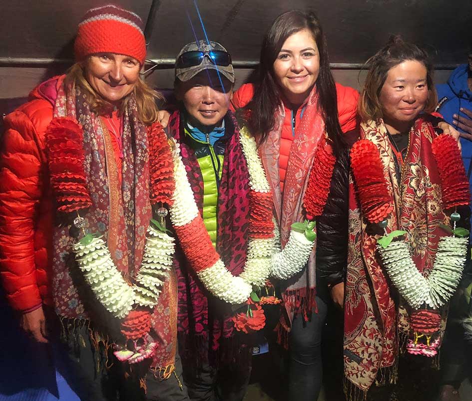 Viridiana rumbo a la cumbre del K2 junto a mujeres alpinistas de distintos orígenes.