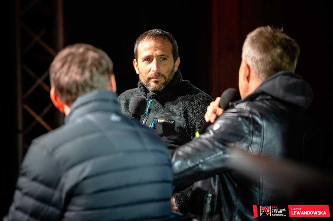 """El vasco Alex Txikon presentó en Ladek el film """"Montaña desnuda"""" sobre el primer ascenso de invernal al Nanga Parbat."""