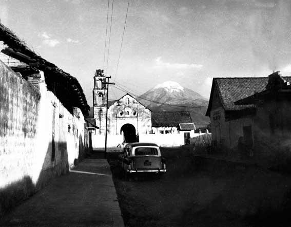 Una antigua fotografía del Popocatéptl en la década del '60.