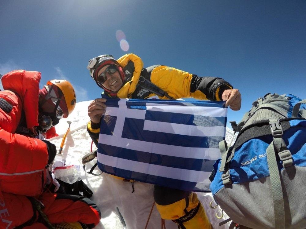 Antonios Sykaris (57), único griego en el team de Seven Summit Treks. Aquí en la cima de Lhotse (8.516 m).