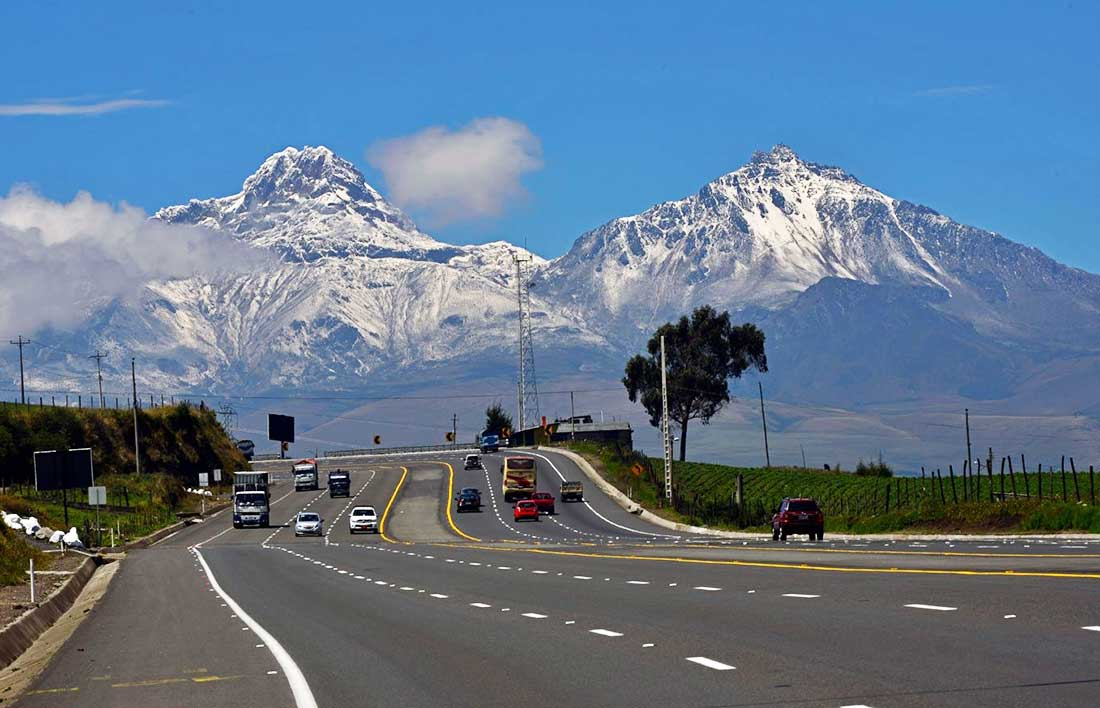 Otro emblema ecuatoriano de los Andes: Illiniza.