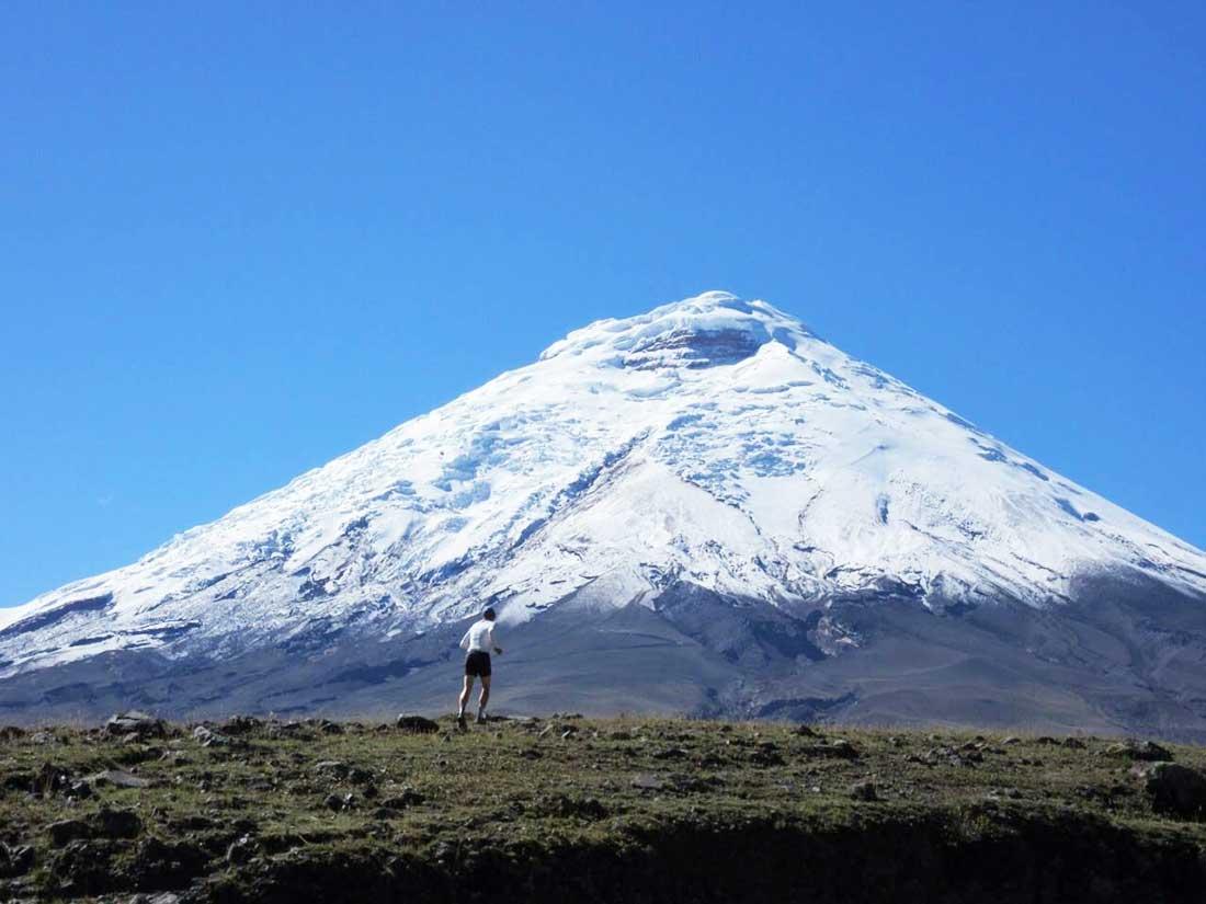 El atleta ecuatoriano Karl Egloff entrenando en los Andes de su país.