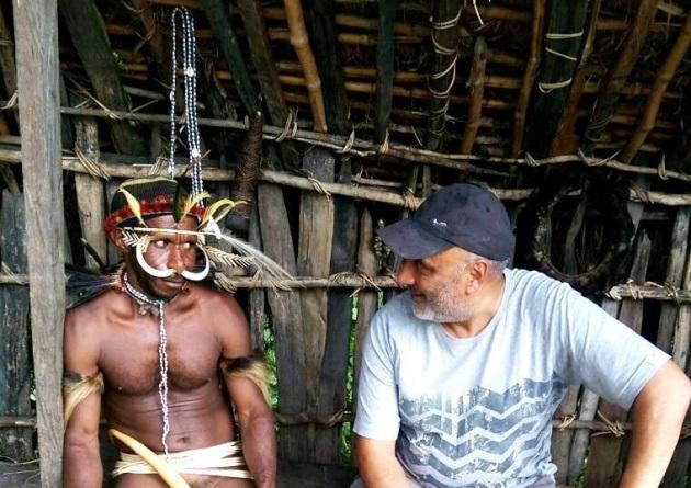 Bob Bhania, a pleno en la montaña con más de 60 años. Diálogo con un natural de Papúa, en su expedición al Carstentsz.