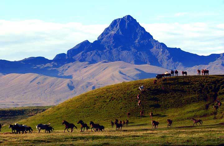 Vista del Quilindaño desde la hacienda Yanahurco.