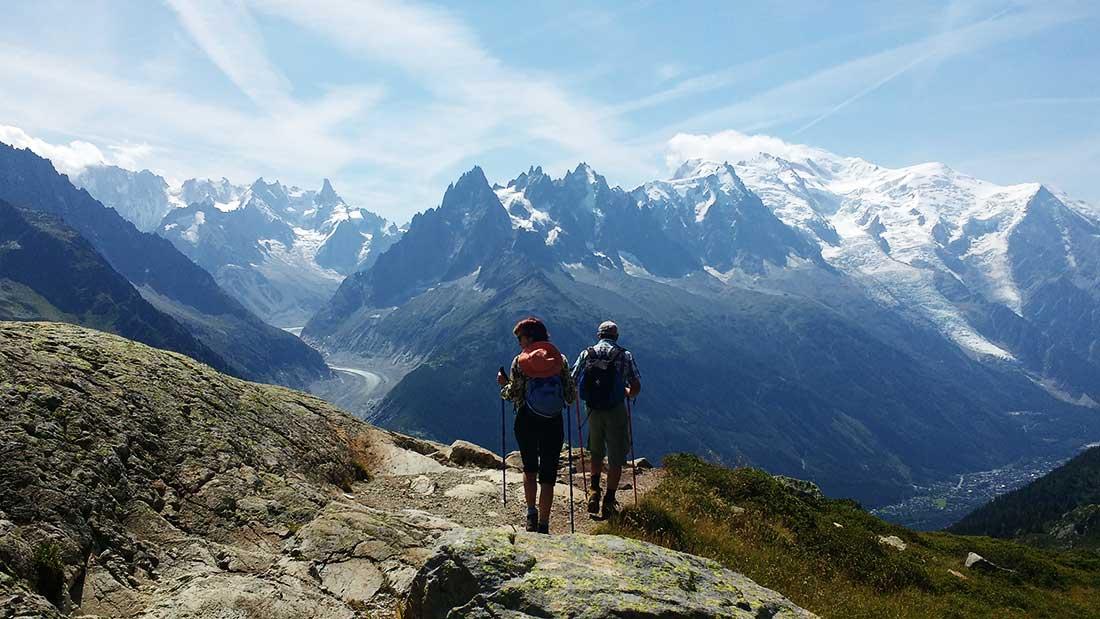 El macizo Mont Blanc a pleno, con la sucesión de agujas, valles y glaciares característicos.