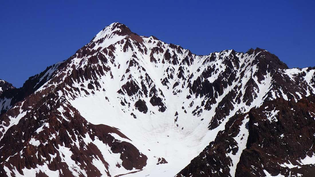 Estético e imponente, el cerro Ulises Vitale no guardaba rastros en su cumbre de presencia humana alguna.