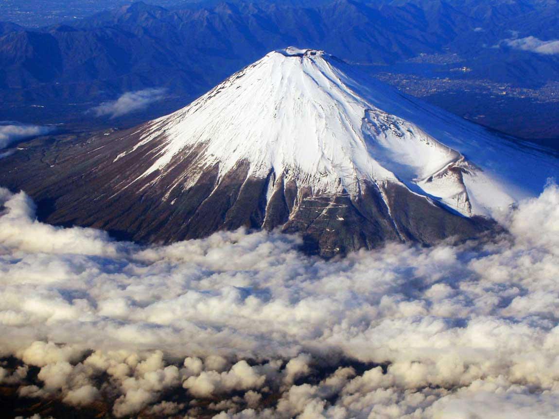 El cono volcánico nevado del monte Fuji, el más alto de Japón. (Ph The Guardian)