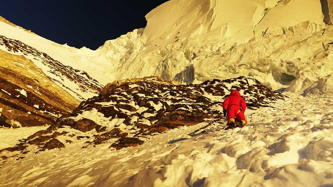 Carla Pérez alcanza en 2016 la cima del Everest, colocándose como la primera latinoamericana que lo hace sin oxígeno.