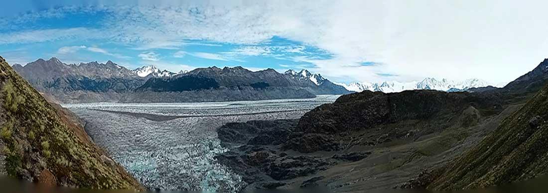 Tercera jornada, subiendo al paso Huemul. Atrás queda toda la masa de hielo que acompañó durante el día.