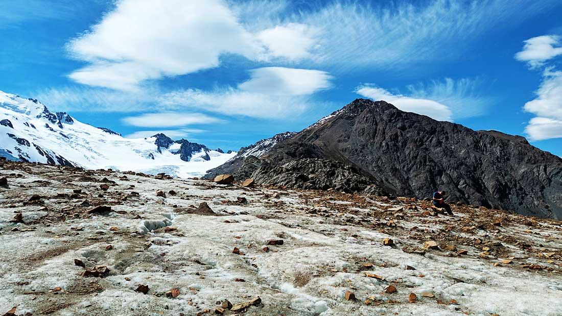 Una parte del recorrido transcurre sobre el magnífico glaciar Túnel.
