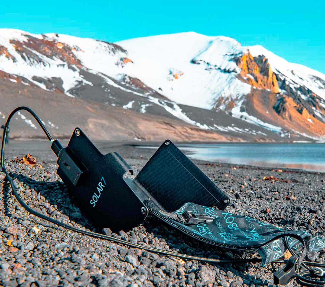 La seguridad de poder cargar dispositivos en cualquier entorno la brinda SOLAR 7.