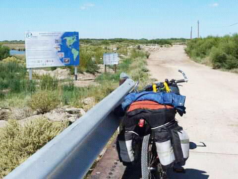 """""""No necesitas ni un super auto ni la super bici, ni los super borcegos para caminar los pueblos""""."""