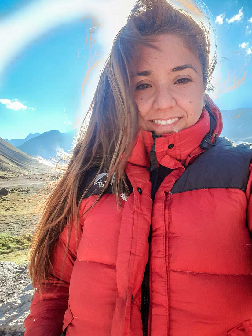 Lucía Coronel es nacida y criada en Buenos Aires y una de las pocas fotógrafas de montaña argentinas.