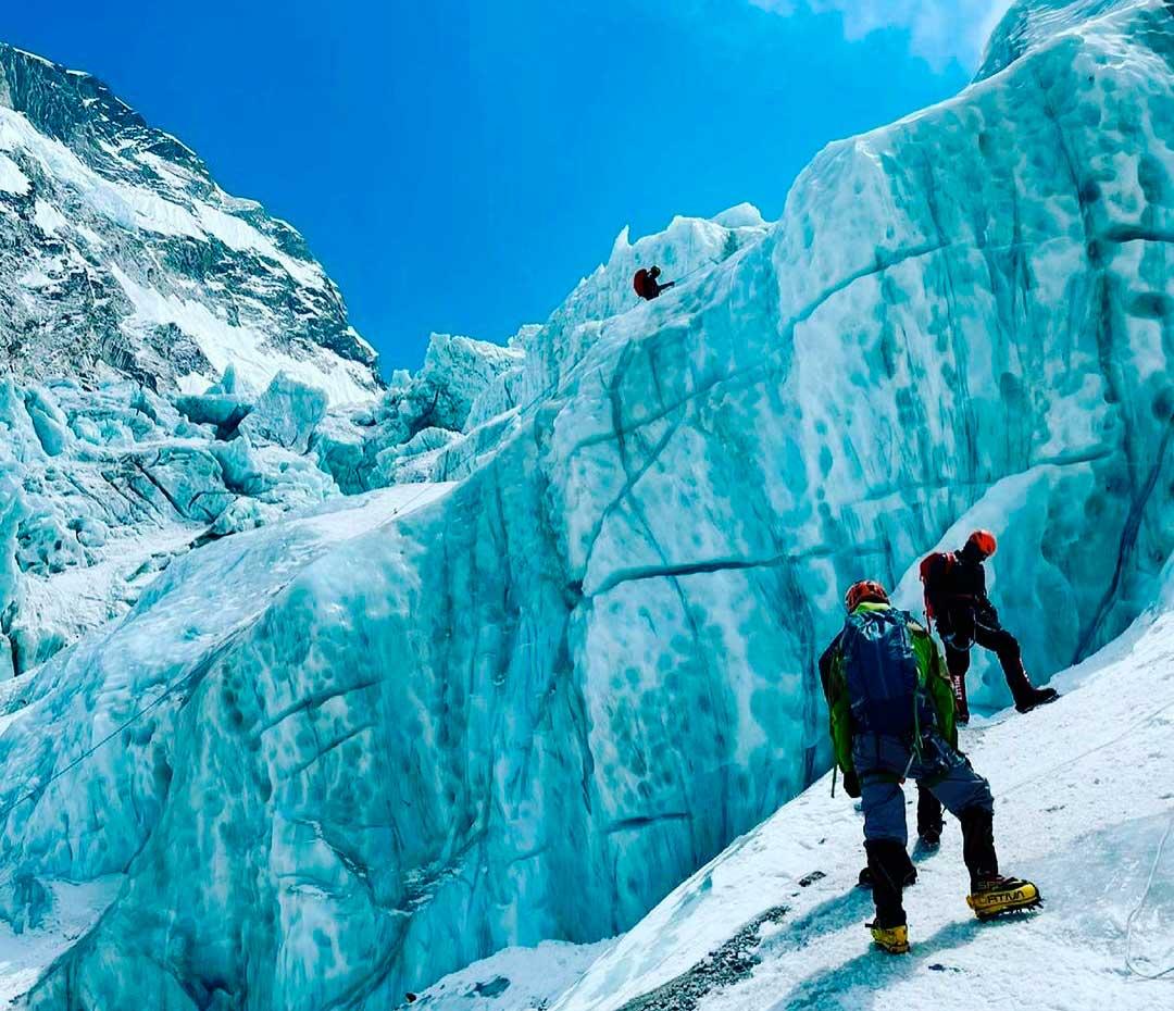 Pese a la pandemia de Covid-19, habrá este año más escaladores que nunca en Everest.