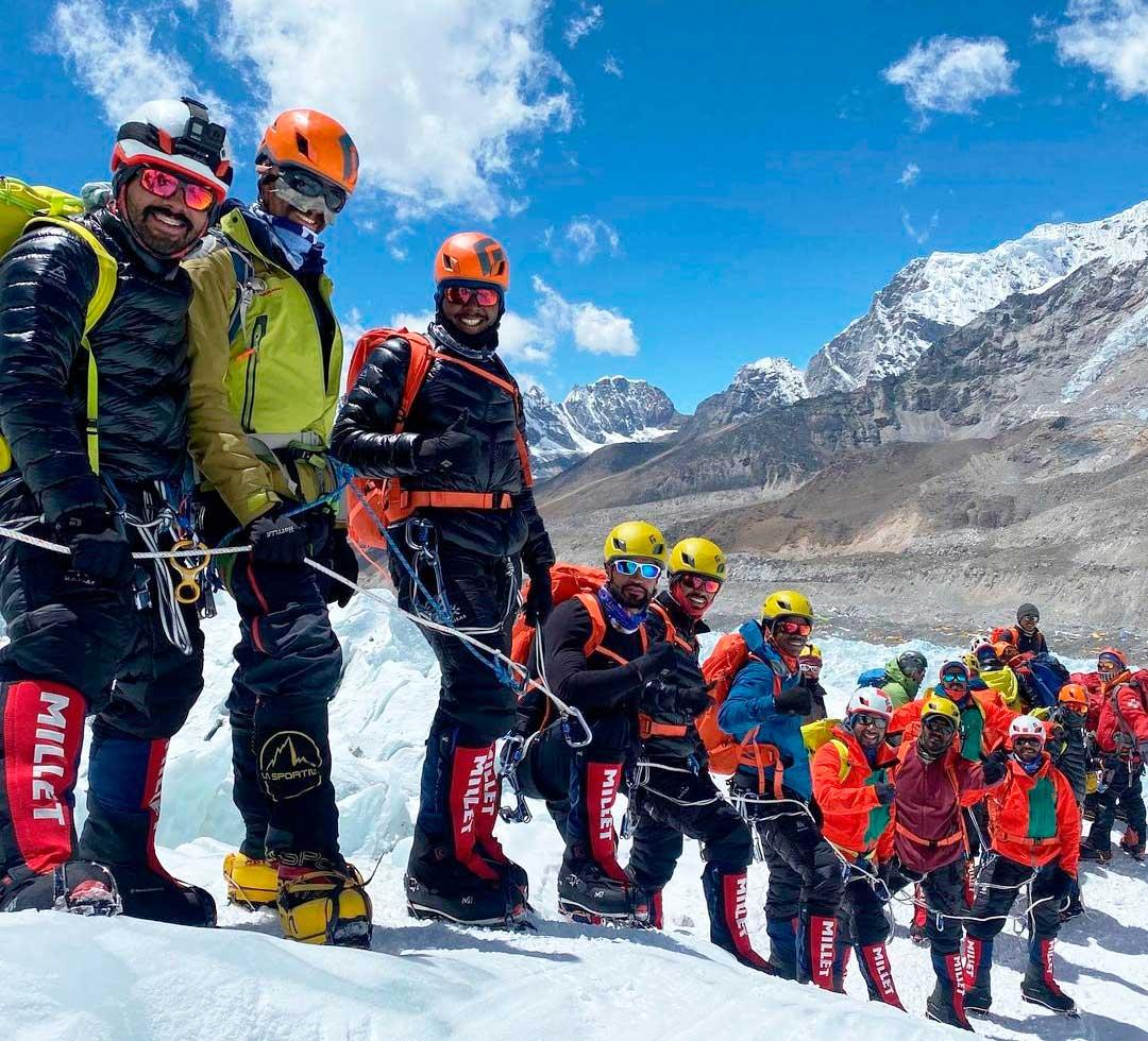 La expedición liderada por el príncipe de Bahrein coronó el Manaslú el año pasado y ahora va por el Everest.