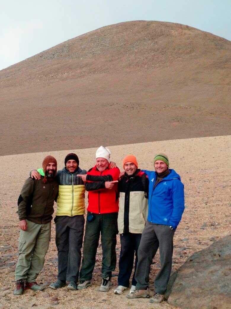 En el Antofalla, junto a sus compañeros de expedición.