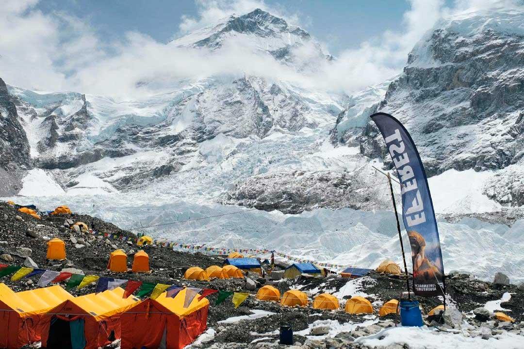 Se dieron por finalizadas algunas expediciones por el riesgo de contagio en Everest (Ph IG @furtenbachadventures)