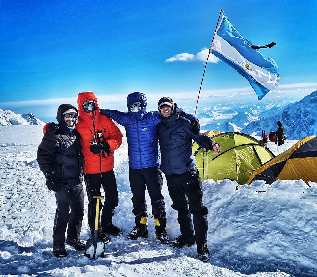 Disfrutando del montañismo, los cuatro argentinos hicieron cumbre el 31 de mayo.