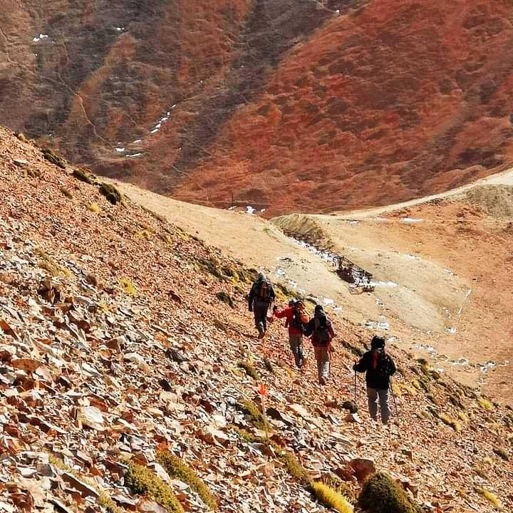Todas las salidas son lideradas por guías profesionales de montaña.