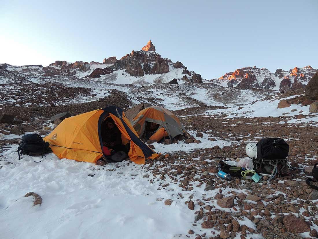 Expedición invernal al cerro Sosneado, de 5.194 msnm, en San Rafael, Mendoza.