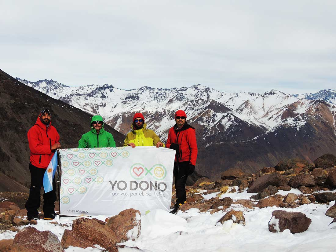 El equipo de Vibraventura desplegó en El Sosneado el mensaje solidario que los impulsa.