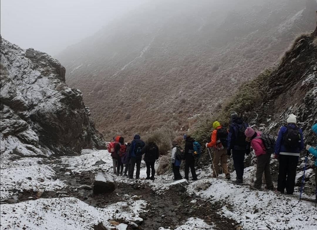 Caminata con algo de nieve por la precordillera mendocina. Ph: Patricia Garis.
